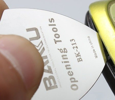 Metalowy otwierak do obudów - 32x32mm - trójkątny